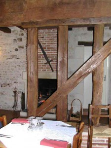 Vue de la salle vers la cheminée